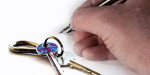 Signature de bail avec des clés